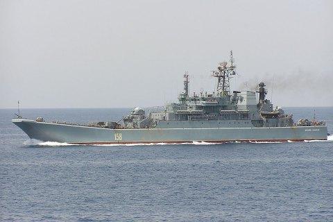 Российский десантный корабль провел стрельбы в Черном море