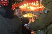 В Киеве пьяный мужчина разлил на прохожих два казана с глинтвейном
