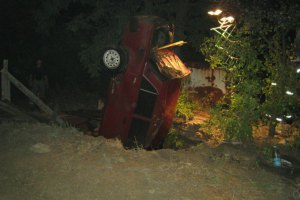 Автомобиль провалился в колодец: есть погибшие