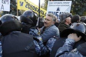 """""""Беркут"""" отбирает палатки у чернобыльцев"""