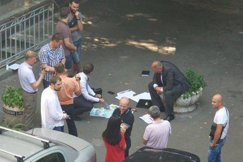 Задержанный возле АП взяточник представлялся сотрудником Администрации, - СМИ