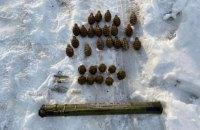 В Станице Луганской пограничники обнаружили тайник с ручными гранатами