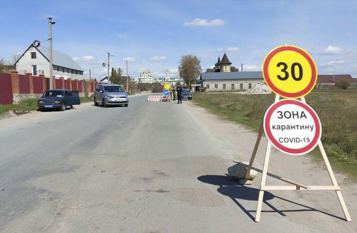 Один з чотирьох блокпостів, які обмежують в'їзд-виїзд у місто Почаїв