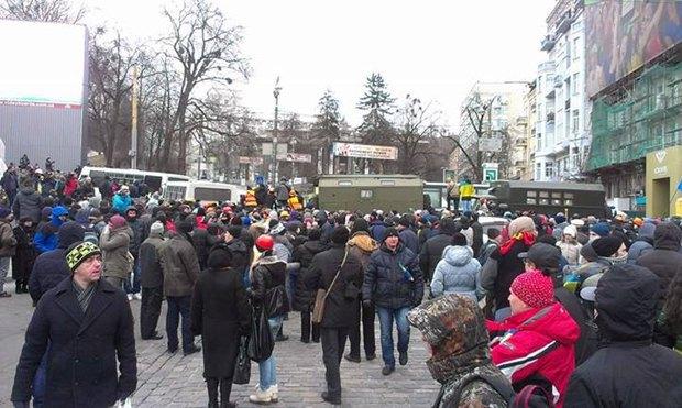 Кордон милиции на Грушевского возле стадиона Динамо