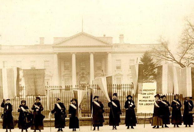 Суфражистки пикетируют Белый дом, 1917 год