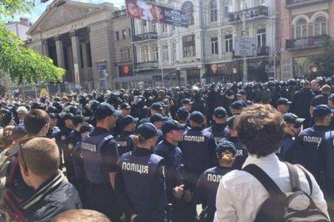 Поліція зупинила колону невідомих біля метро Театральна