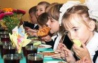 В некоторых школах Днепропетровской области школьников заставляли платить за питание