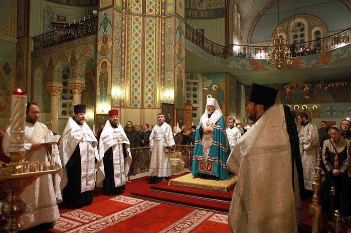 Митрополит Рижский и всея Латвии Александр во время молебна в соборе Рождества Христова, Рига
