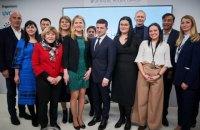 """Зеленський відвідав Український дім у Давосі та подякував за """"просування нашої країни у світі"""""""