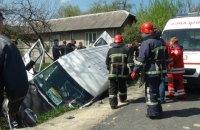 В Ивано-Франковской области в ДТП с автобусом и легковушкой один человек погиб, 12 пострадали