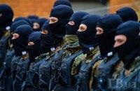 """45 """"черных человечков"""" отправились вчера из Киева в Донбасс"""