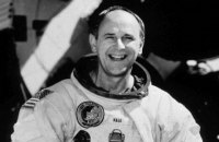Умер астронавт Алан Бин, который четвертым побывал на Луне