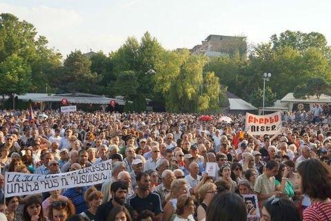 Вірмени продовжують протест після спокійної ночі (трансляція)