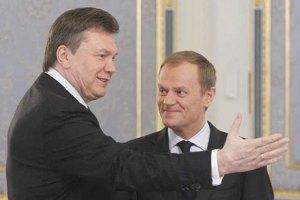 """Туск визнав """"некомфортність"""" візиту Януковича до Варшави"""