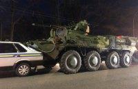 В Киеве БТР врезался в машину военной инспекции