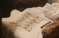 Слідчий київської поліції вкрав у свого колеги долари-речові докази