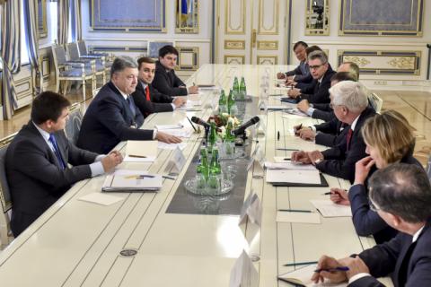 Порошенко обсудил избирательный процесс с послами стран G7