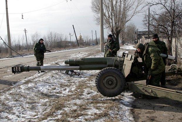 Боевики в Углегорске, неподалеку от Дебальцево