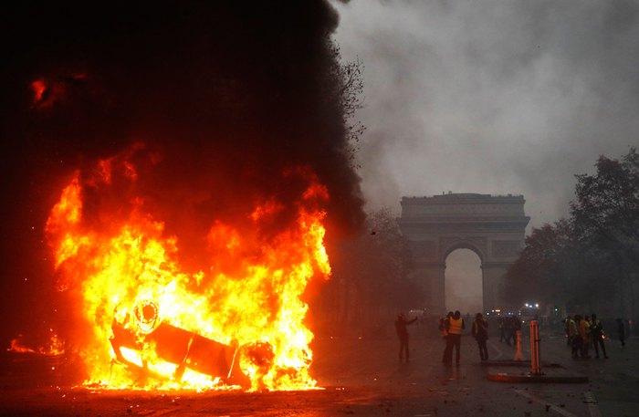 Під час протестів 'жовтих жилетів' в Парижі, 01 грудня 2018.