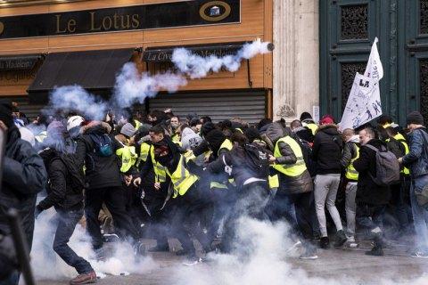 """На акции """"желтых жилетов"""" в Париже задержали более 100 людей"""