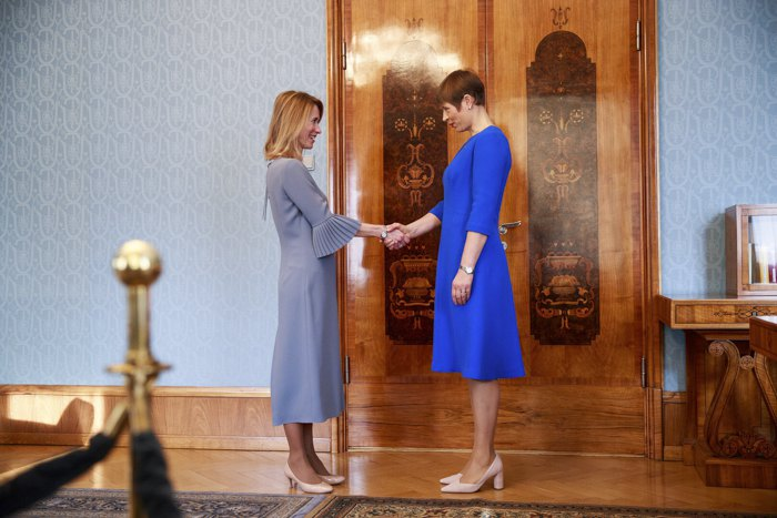 Президент Керсті Кальюлайд (справа) зустрічається з лідером Партії реформ Каєю Каллас в своїй резиденції в Кадріорг , 13 січня 2021
