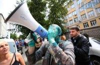 Шабунина облили зеленкой на акции в Киеве (обновлено)