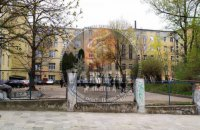 Через вибух біля львівської лікарні загинула людина