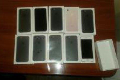 Українські митники запобігли спробі ввезення контрабандних iPhone 7