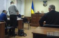 Без паспорта і без дорослих: за що двоє кримчан судяться з Кабміном