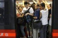 """Пассажирам пекинского метро будут выдавать """"сменную обувь"""""""