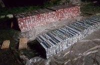 Украинец пытался вывезти в пиломатериалах 100 тыс. пачек контрабандных сигарет