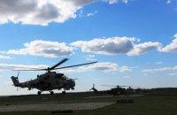 Вертолітна ескадрилья відпрацьовує нічні стрільби на полігоні в Рівному