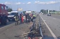 На Київщині водій заснув за кермом і зіткнувся з відбійником, загинула людина