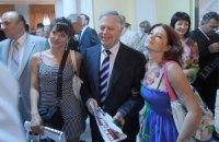 Симоненко носит костюмы Винницкой швейной фабрики