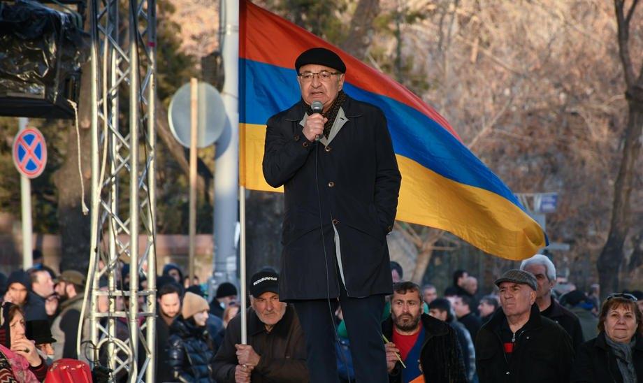Лідер вірменської опозиції Вазген Манукян виступає під час мітингу проти прем'єр-міністра Пашиняна в Єревані, 9 березня 2021 р.