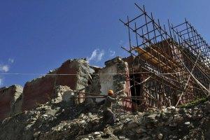 В результате землетрясения в Китае погибли 175 человек