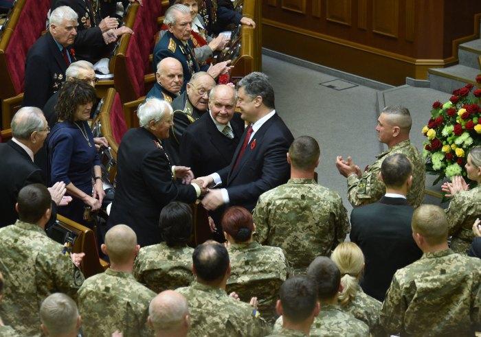 Президент Петро Порошенко на урочистому засіданні Верховної Ради України, присвяченому 70-й річниці перемоги над нацизмом у Європі, 8 травня 2015 року
