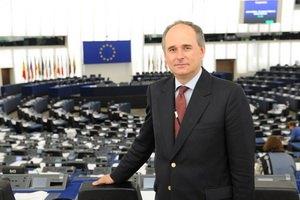 Євродепутат закликав ЄС допомагати українцям боротися з владою