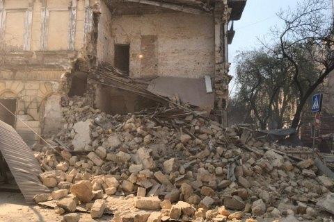 В Одессе обвалился дом. Прямо на глазах одесситов (видео)