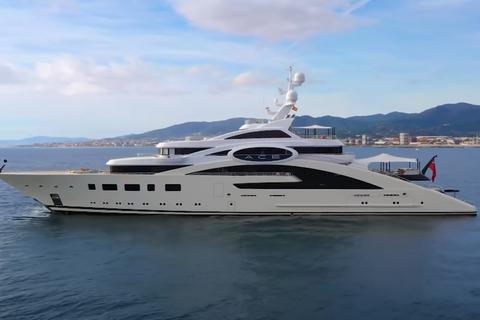 Косюк продал яхту за €24 млн и продает еще одну за €119 млн