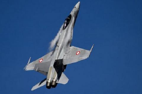 Швейцарські винищувачі супроводжували літак з журналістами, які летіли в Перу висвітлювати візит Путіна