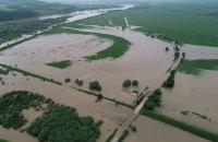 У Тернопільській області Дністер перелився через дамбу, людей евакуюють