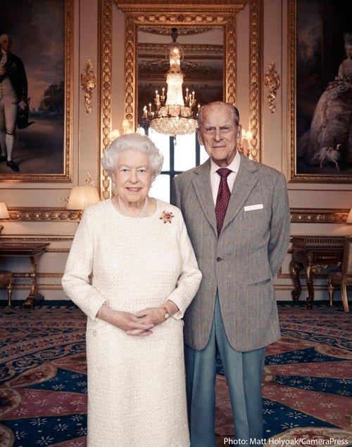 Королева ЕлизаветаII ипринц Филипп снимались для особого семейного портрета