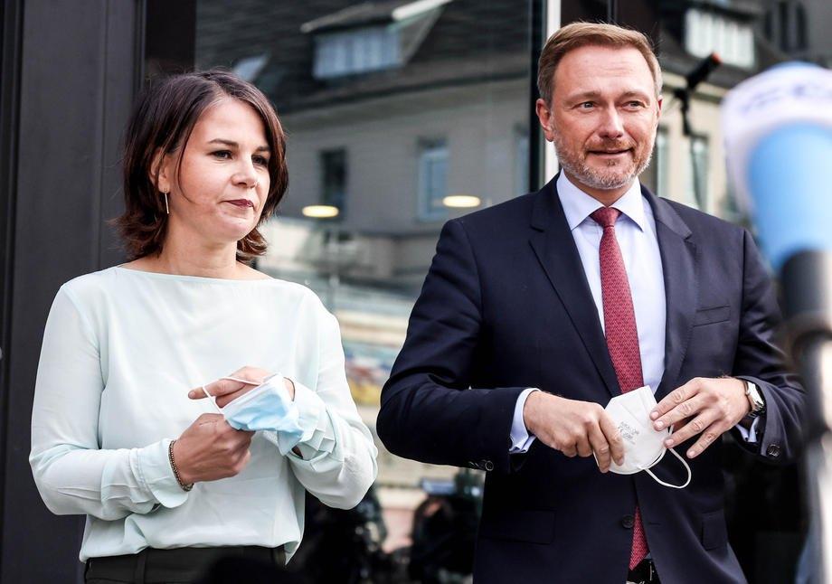 Лідер німецьких «Вільних демократів» Крістіан Лінднер і співголова «Зелених» Анналєна Бербок після переговорів у Берліні, 1 жовтня 2021 року.
