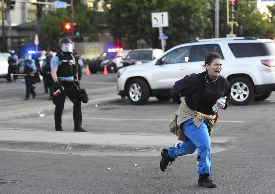 Во время протестов в Миннеаполисе, 30 мая 2020 года.