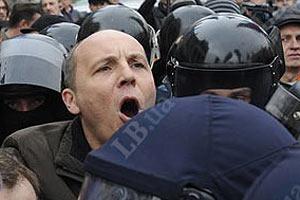 """Беркут"" не дает Парубию установить палатку на Майдане"