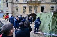 В Киеве на Хмельницкого обрушилось перекрытие дома: под завалами есть люди (обновлено)