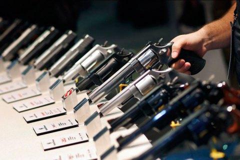 http://ukr.lb.ua/society/2019/08/19/435024_pistoleti_i_troyandi_chi_diysno_zbroya.html