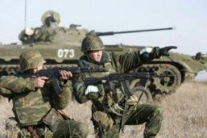 МИД: Россия продолжает стягивать войска к границе с Украиной