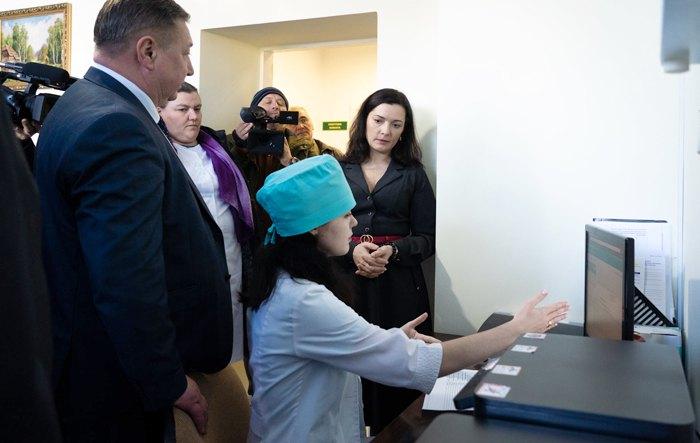 Зоряна Скалецька під час візиту в Житомирську лікарню, де продемонстрували як готуються до роботи за новими правилами із 2020.